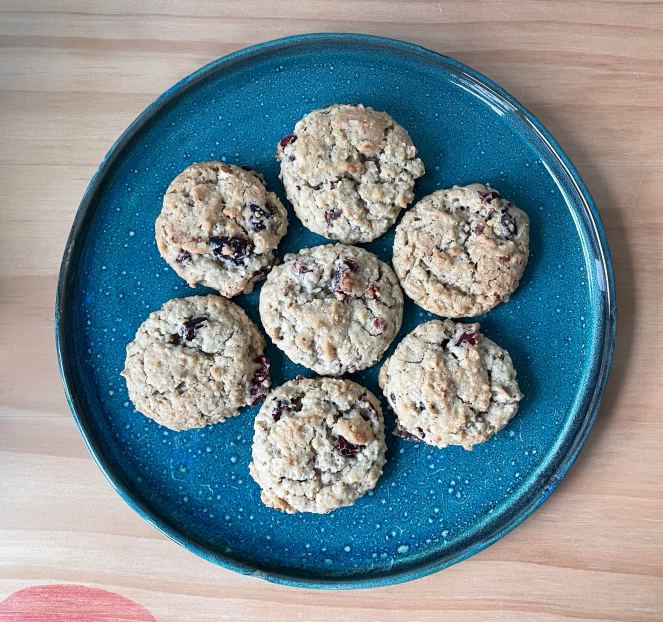 seven oatmeal cookies on a blue speckled plate